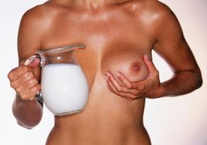 Как правильно сцеживать грудное молоко