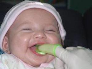 Чистка зубов грудничку